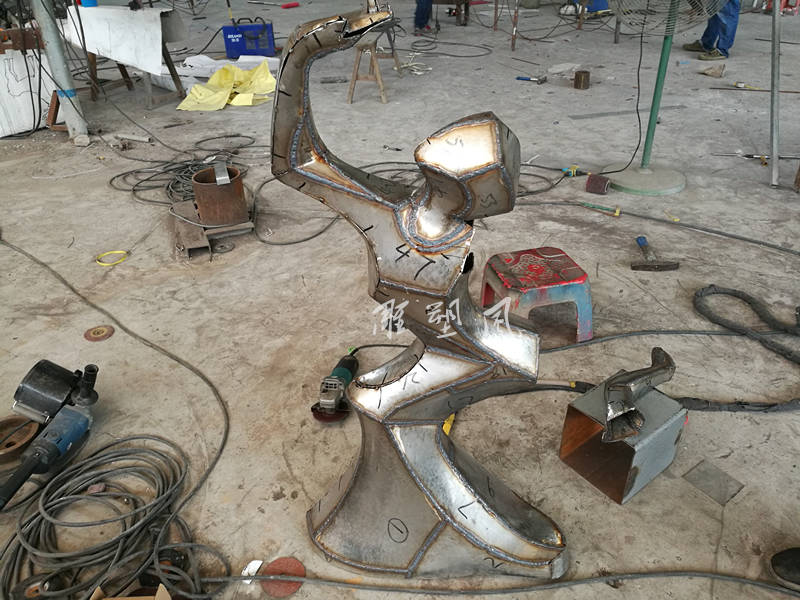 鹤舞不锈钢摆件锻造焊接
