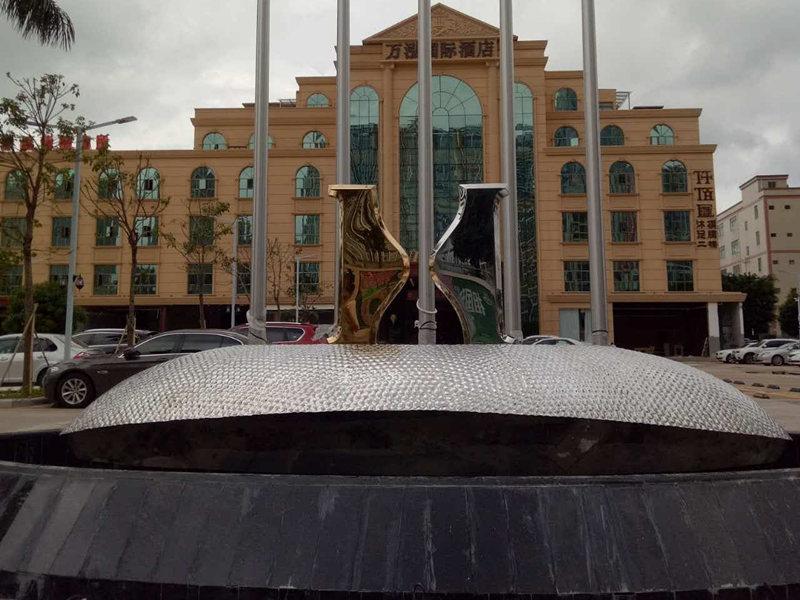 不锈钢水景雕塑安装效果