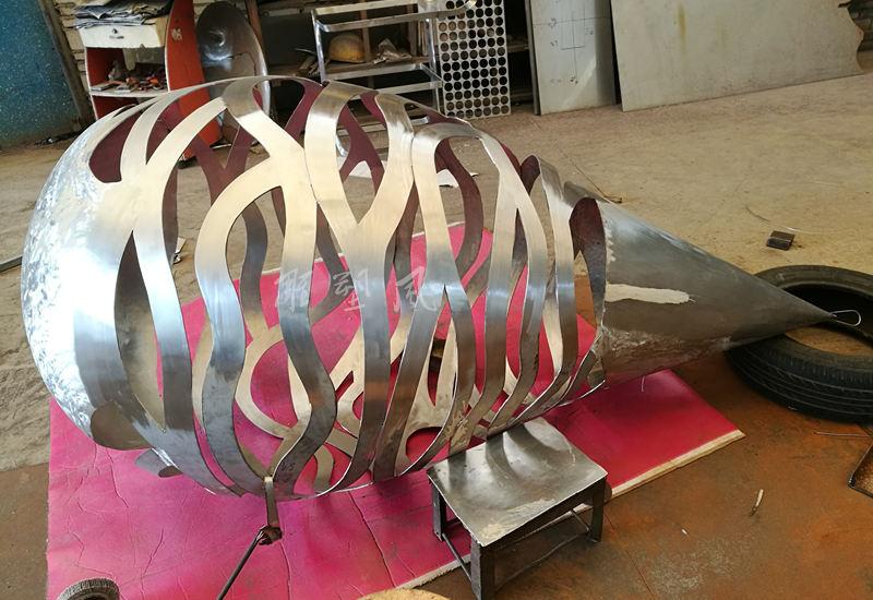 不锈钢镂空水滴雕塑锻造