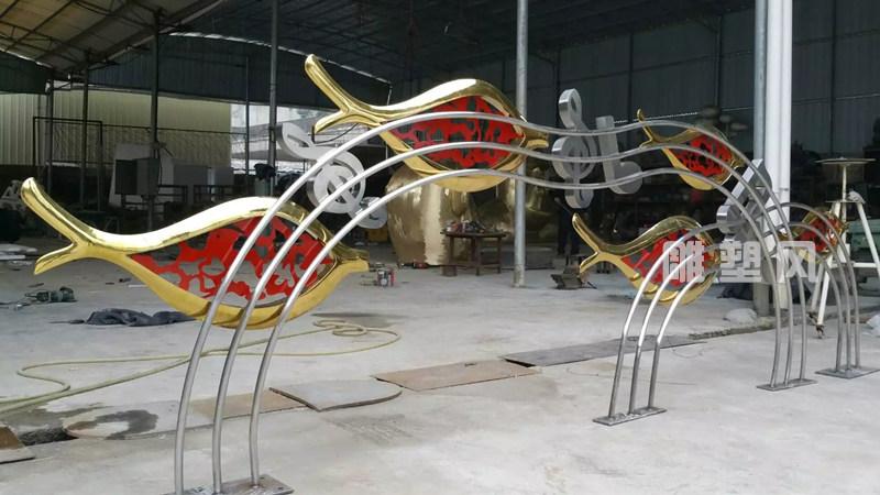 不锈钢音符鱼群雕塑成品效果