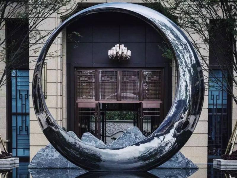 不锈钢月亮雕塑效果图