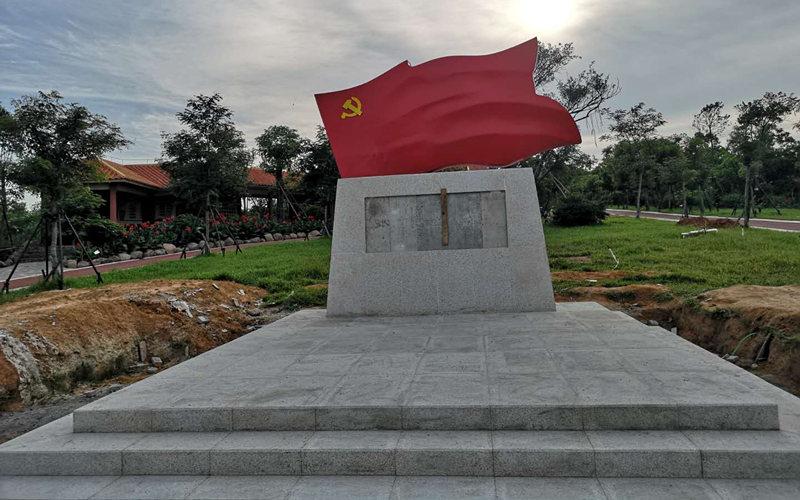 不锈钢红旗雕塑安装效果