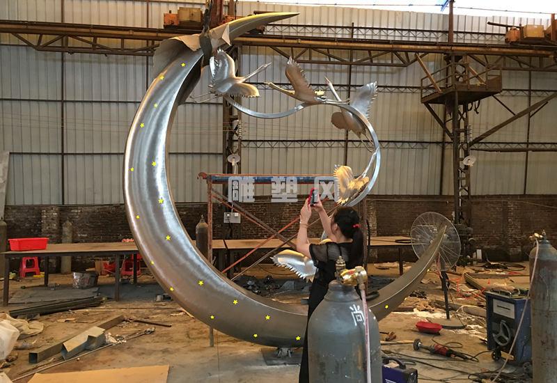 《群鹤揽月》不锈钢主题雕塑