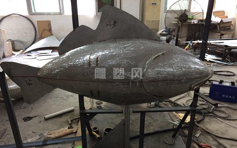 不锈钢飞鱼雕塑锻造
