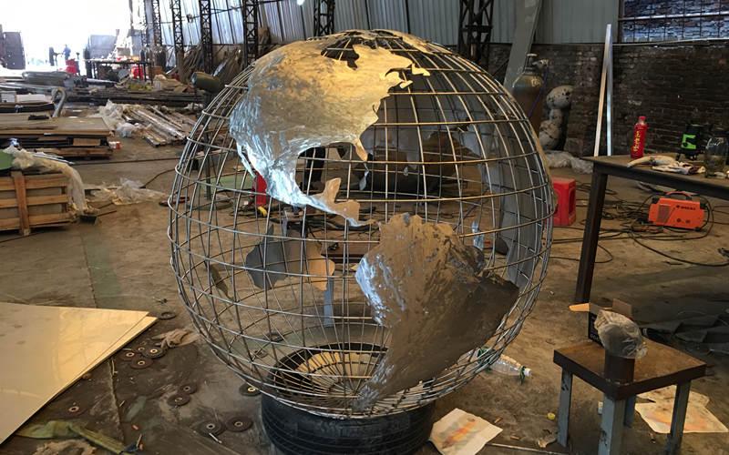 不锈钢地球仪雕塑锻造
