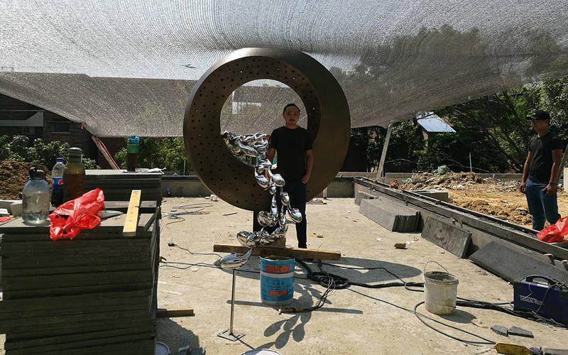 房地产主题不锈钢雕塑工地安装