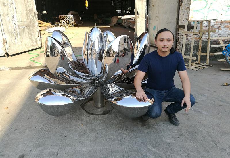 镜面不锈钢莲花雕塑