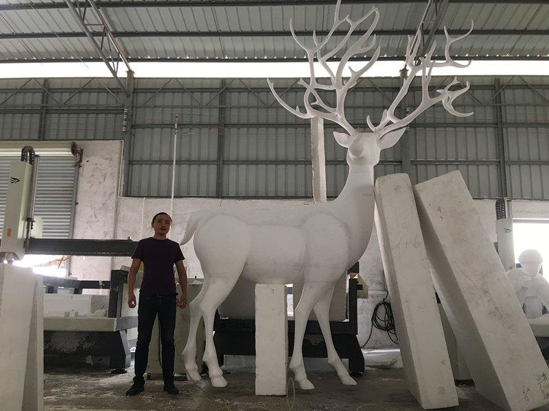 镜面七彩不锈钢鹿雕塑_经典写实不锈钢鹿雕塑