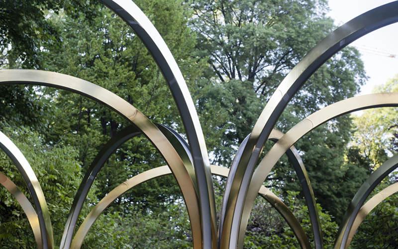 不锈钢雕塑灯光细节安装