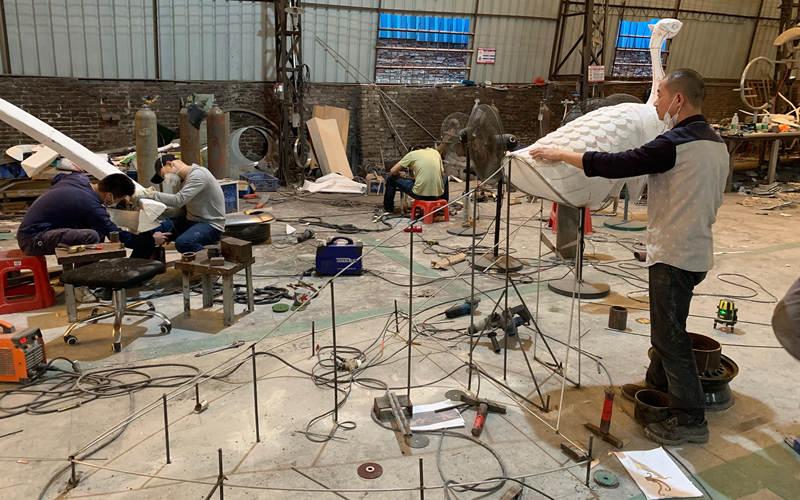 不锈钢孔雀雕塑放样制作流程