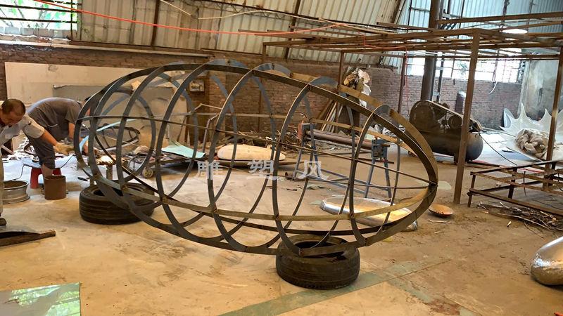 不锈钢镂空球内部骨架成型