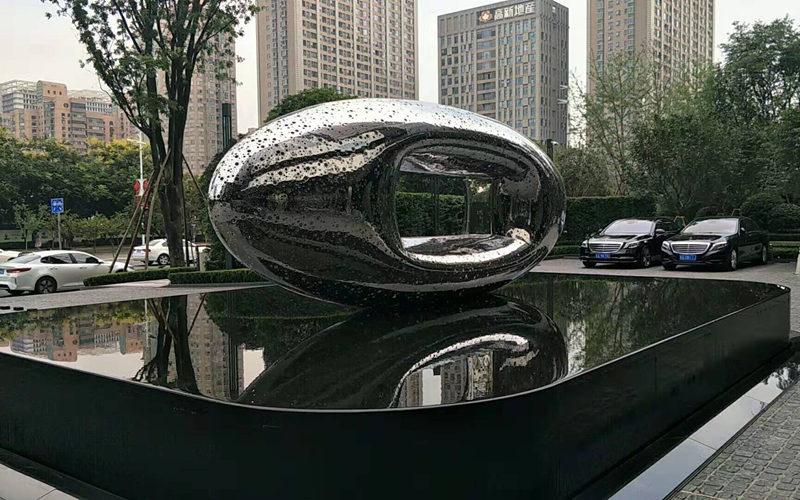 大型不锈钢镜面镂空雕塑